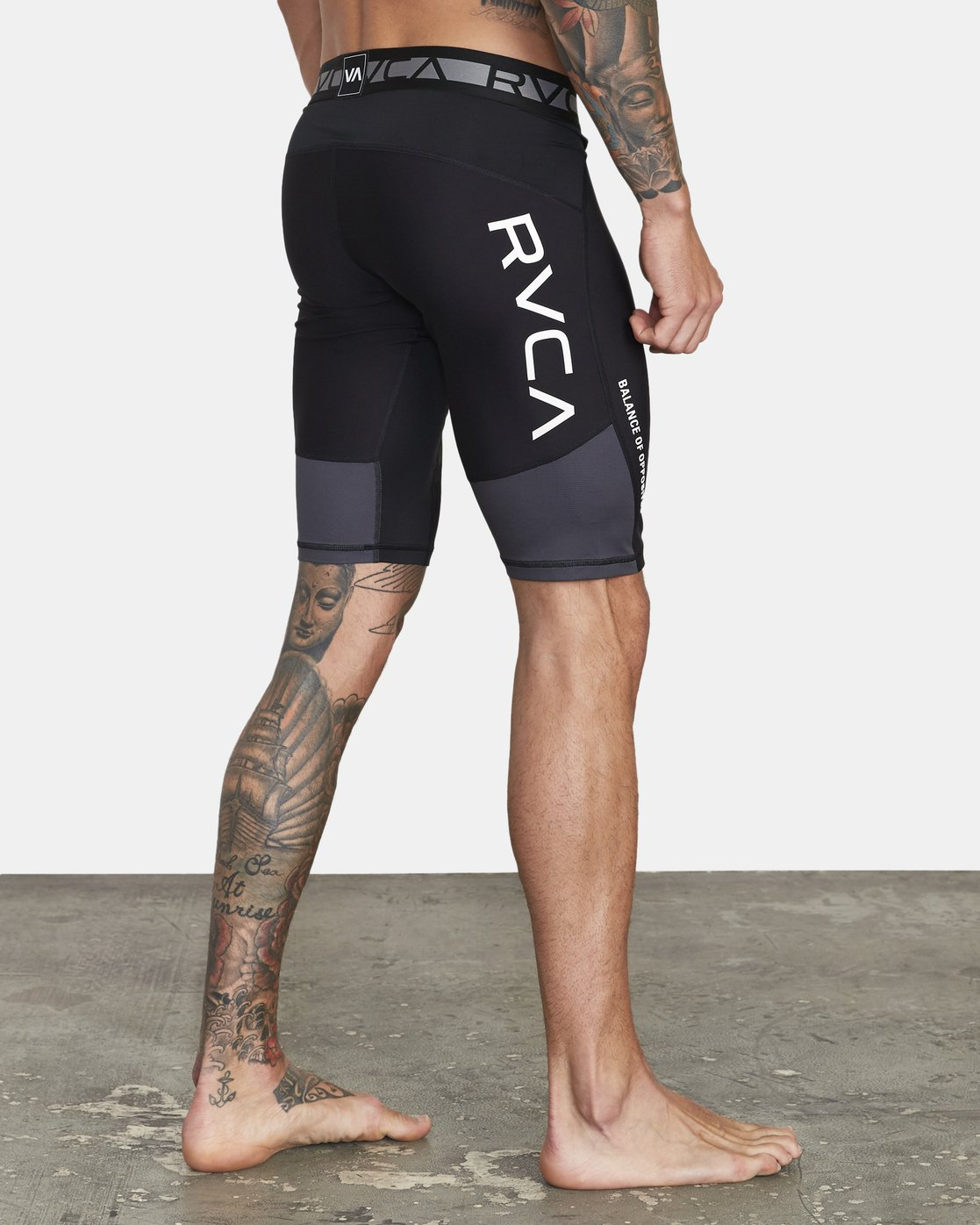 4 COMPRESSION SHORT Black V2061RCS RVCA