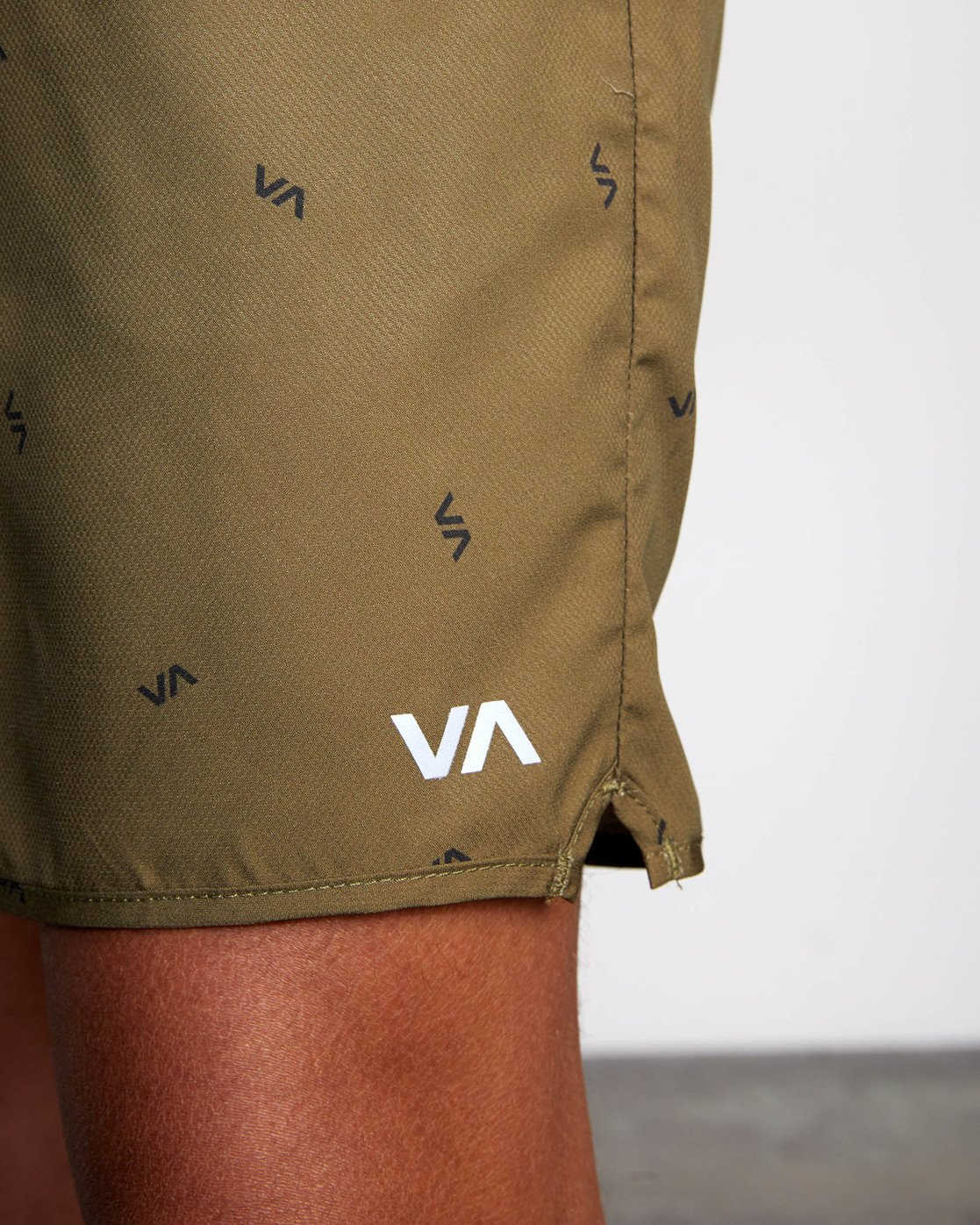 "9 YOGGER IV ATHLETIC SHORTS 17"" Brown V2091YGR RVCA"