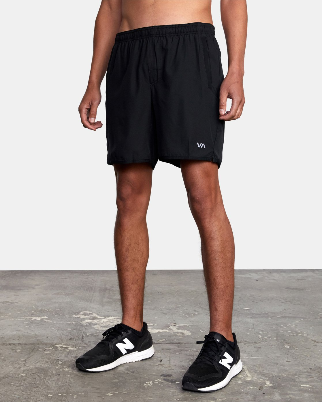 "12 YOGGER STRETCH ATHLETIC SHORTS 17"" Black V2103RYS RVCA"