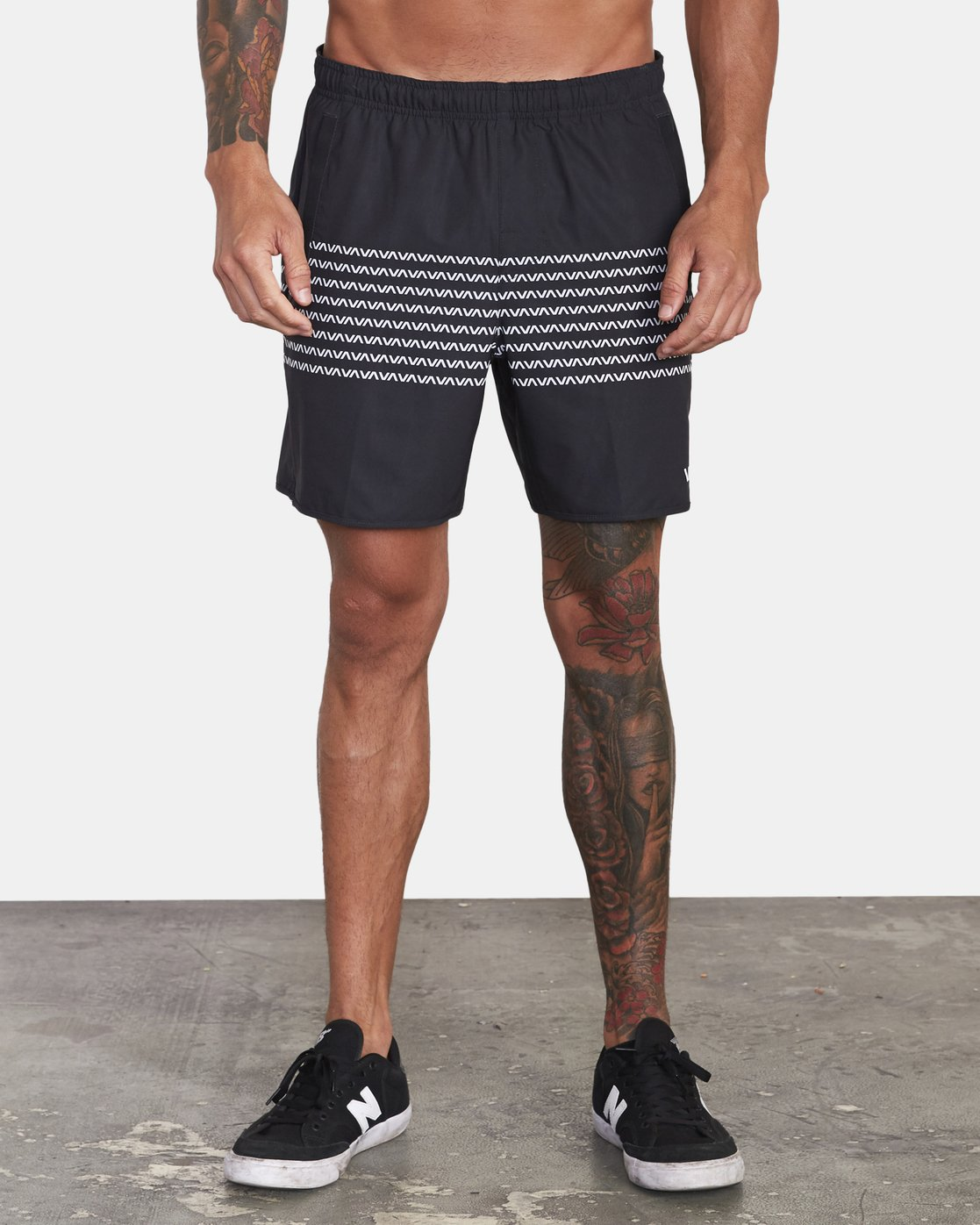 "1 YOGGER 17"" STRETCH SHORT Black V2103RYS RVCA"