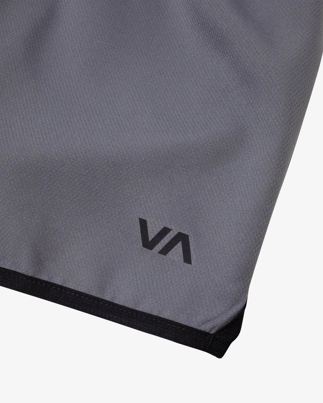 """8 YOGGER IV 17"""" WORKOUT SHORT Grey V2133RYG RVCA"""