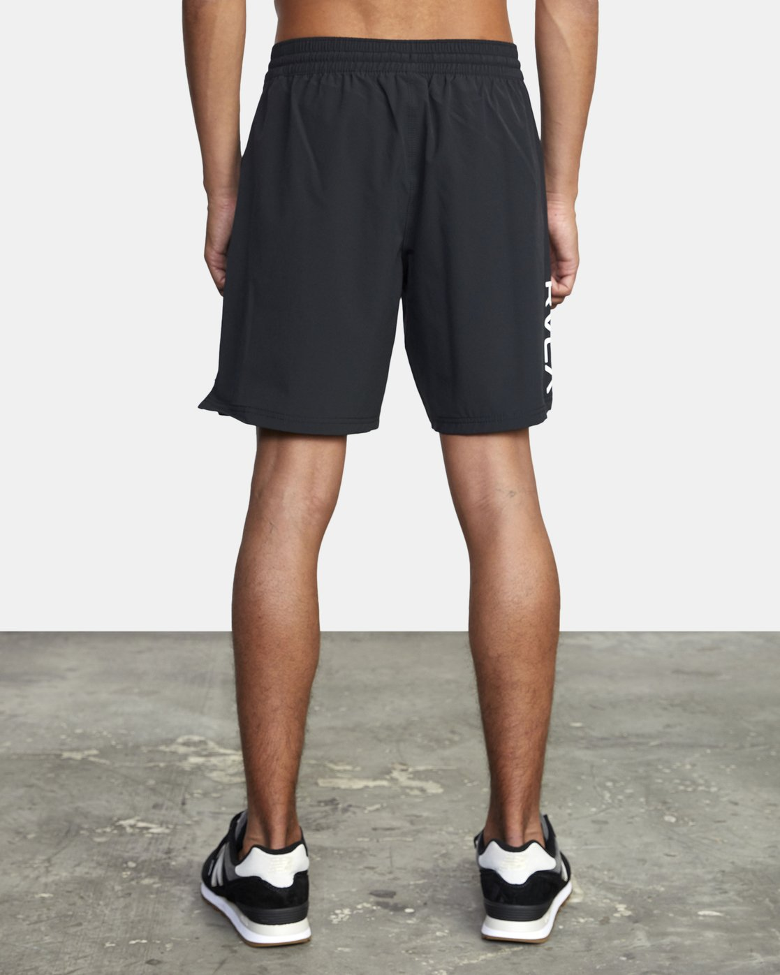 "2 TRAIN II  19"" SHORT Black V2143RTS RVCA"