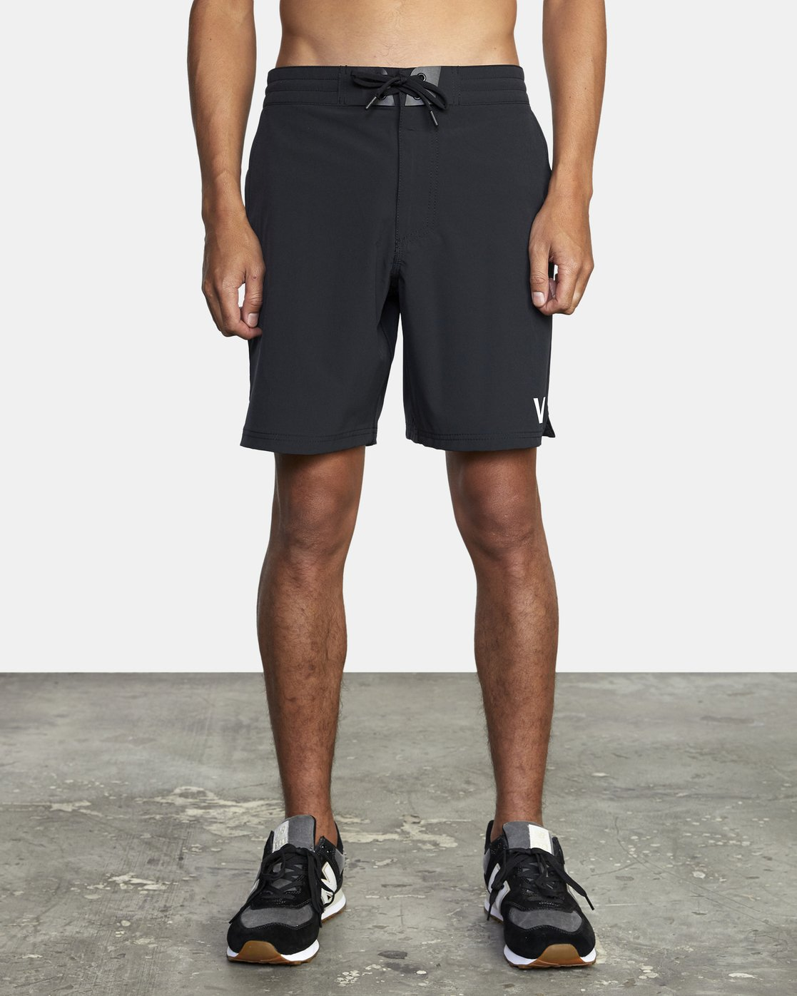 "1 TRAIN II  19"" SHORT Black V2143RTS RVCA"