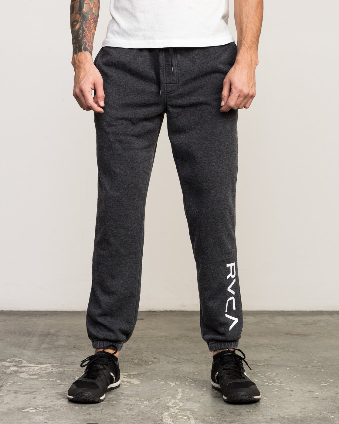 0 VA Guard Fleece Sweatpant Black V301QRGU RVCA