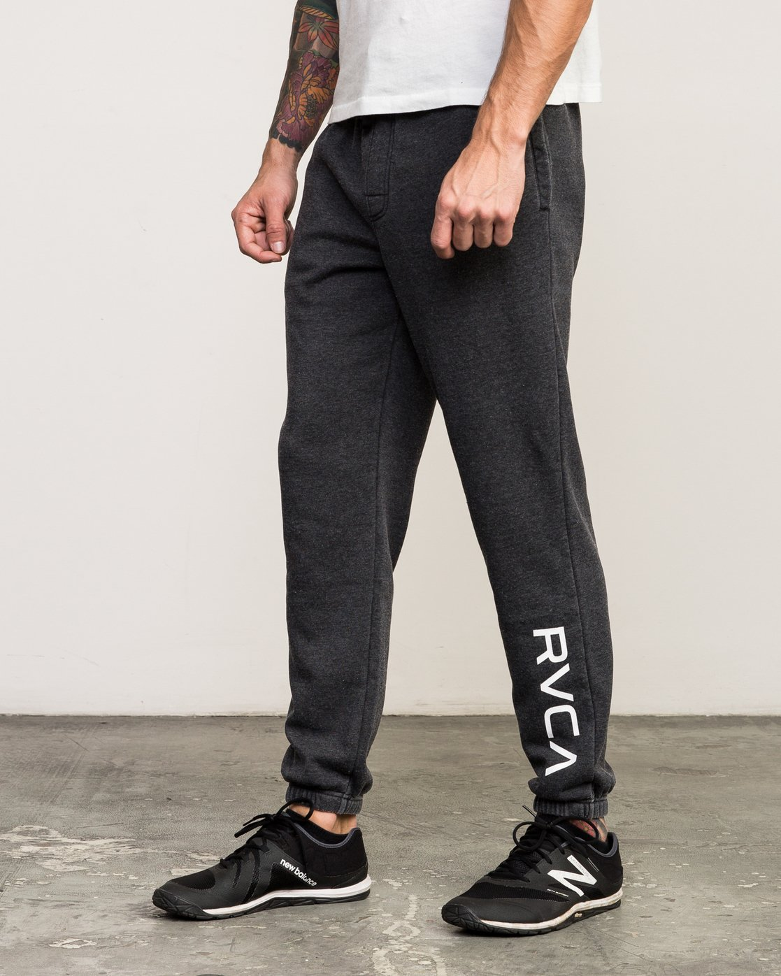 1 VA Guard Fleece Sweatpant Black V301QRGU RVCA