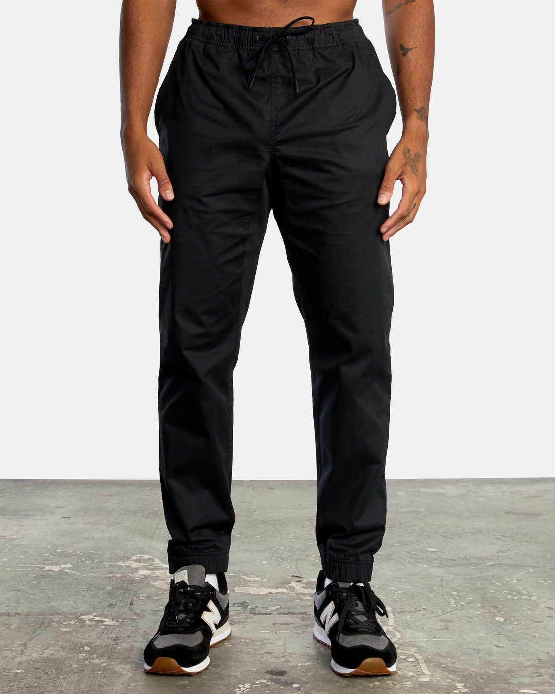 7 SPECTRUM CUFFED WORKOUT PANTS Black V3031RSC RVCA
