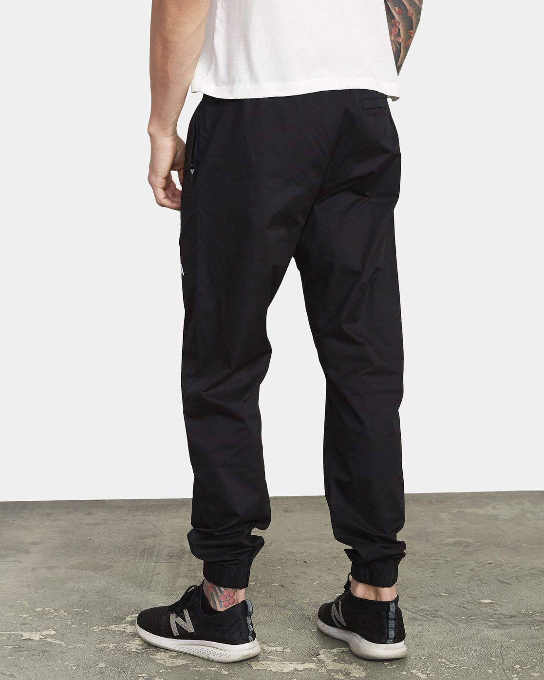3 SPECTRUM CUFFED WORKOUT PANTS Black V3031RSC RVCA