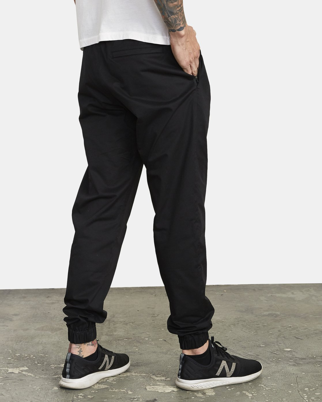 4 SPECTRUM CUFFED WORKOUT PANTS Black V3031RSC RVCA