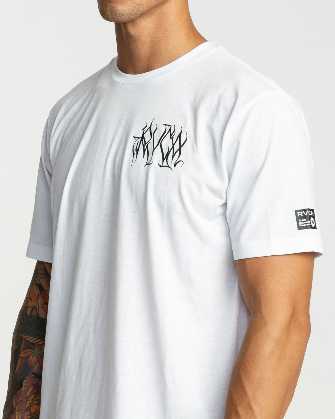 6 Defer Chest Performance T-Shirt White V404UREF RVCA