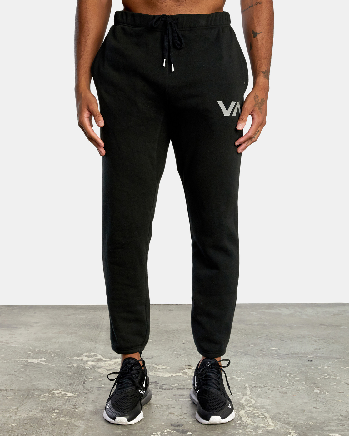 8 SWIFT SWEATPANT Black VJ301SWT RVCA
