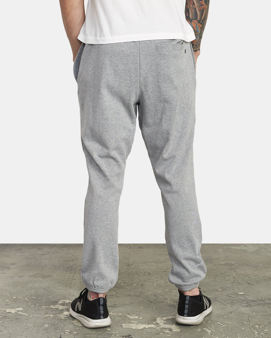 2 SWIFT SWEATPANT Grey VJ301SWT RVCA