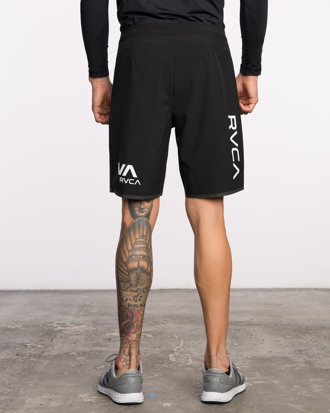 4 Staff III Dual Layer Short Black VL206STF RVCA
