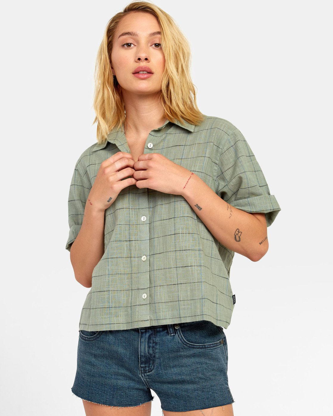 4 FOREIGN BUTTON-UP SHIRT Green W5071RFO RVCA
