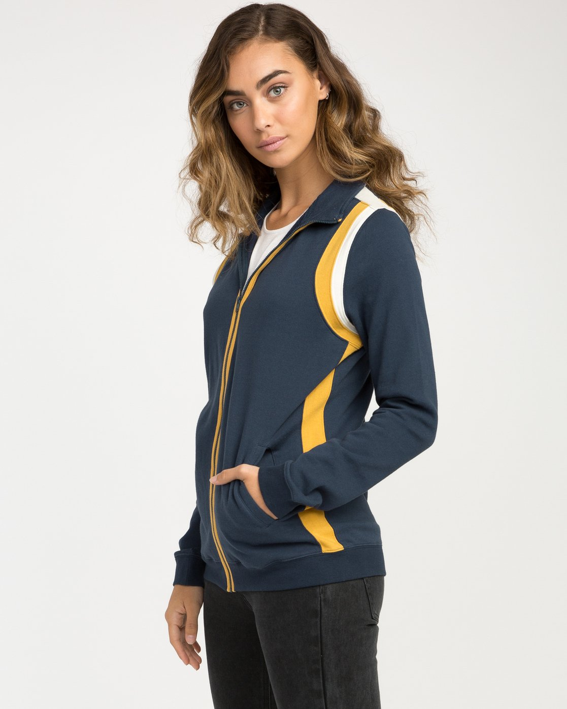 2 Space Age Fleece Jacket  W603NRSA RVCA