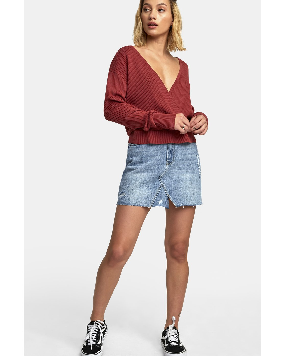 1 Pointed Surplice Sweater Red WV07WRPO RVCA