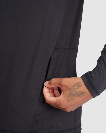 5 VA Sport | Sport Vent Long Sleeve Half-Zip Jacket Black R318433 RVCA
