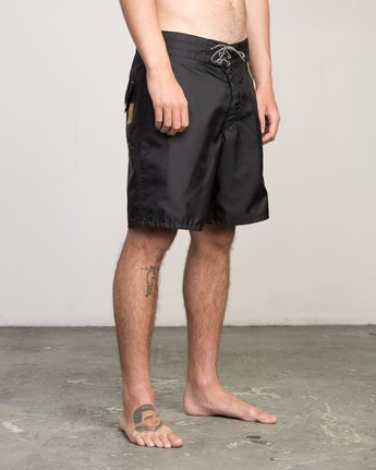 "8 Birdwell Point Panic 18"" Boardshort Black M102PRPP RVCA"