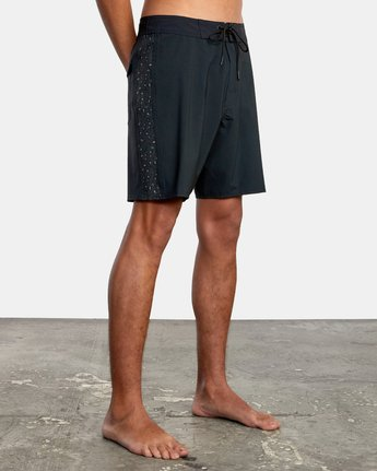 "4 APEX BOARDSHORT 18"" Black M1042RLT RVCA"