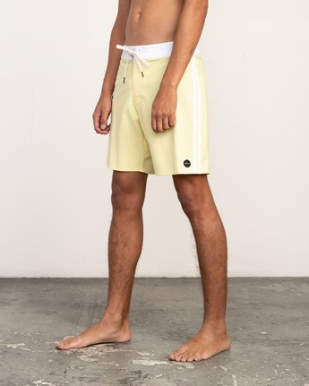"2 Higgins 17"" Boardshort Yellow M159TRHI RVCA"