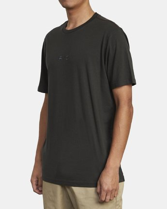 3 Small RVCA Embroidered TEE Black M430VRSM RVCA