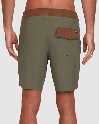 5 Va Trunk 17 Inch Short Green R192407 RVCA