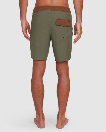 8 Va Trunk 17 Inch Short Green R192407 RVCA