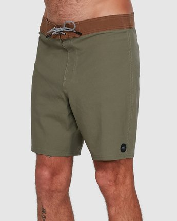 1 Va Trunk 17 Inch Short Green R192407 RVCA