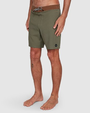 7 Va Trunk 17 Inch Short Green R192407 RVCA