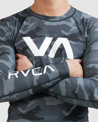 8 Sport Long Sleeve Rashguard Camo R381661 RVCA