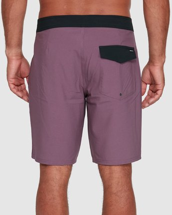 "6 VA SOLID 19"" BOARDSHORT Red R393407 RVCA"