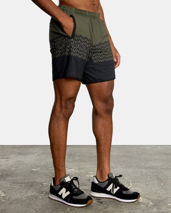 "4 YOGGER STRETCH ATHLETIC SHORTS 17"" Black V201TRYS RVCA"