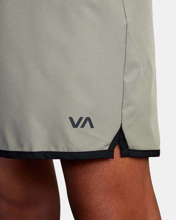 "12 YOGGER STRETCH ATHLETIC SHORTS 17"" Multicolor V2103RYS RVCA"