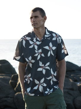 Waterman Falling Blossom - Lightweight UPF 30 Short Sleeve Shirt for Men  EQMWT03284